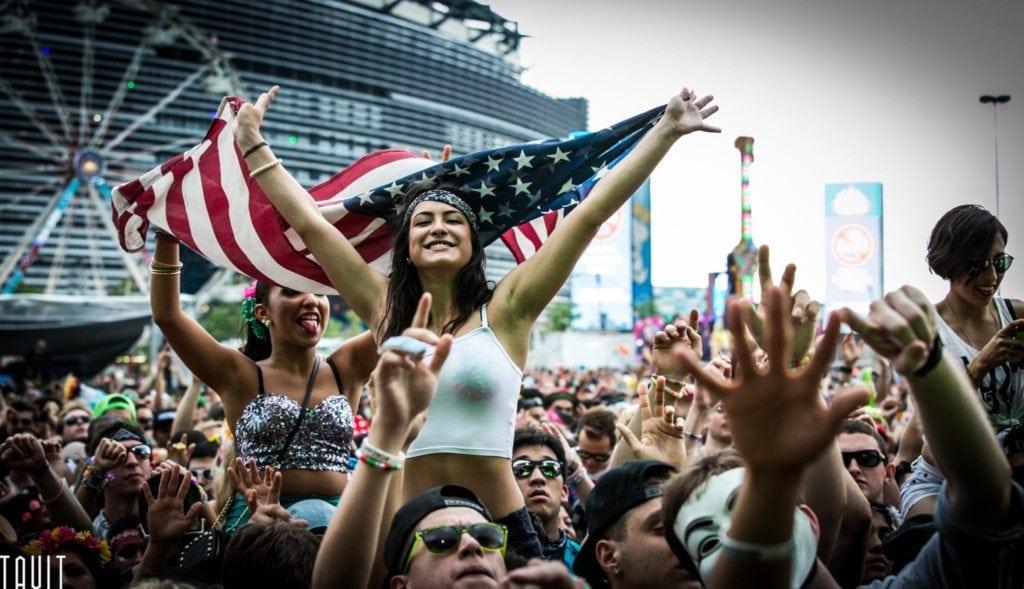 EDC New York 2014 | Girl holding american flag
